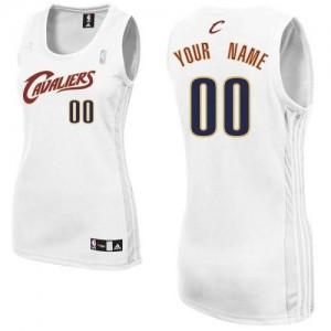 Cleveland Cavaliers Authentic Personnalisé Home Maillot d'équipe de NBA - Blanc pour Femme
